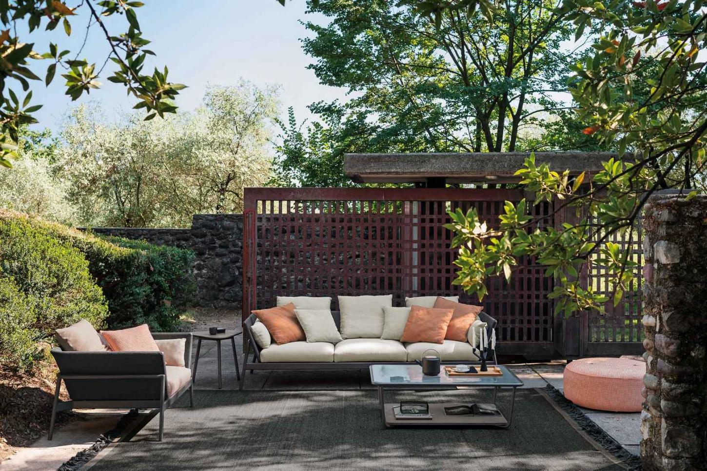 Un ensemble de salon pour attirer l'attention dans votre jardin.