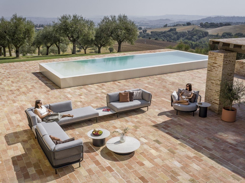 Nos collections de bancs de jardin, de Dedon, Kettal ou B&B Italia, se retrouvent non seulement sur les terrasses de jardin de nombreuses villas résidentielles, mais aussi sur les terrasses chics d'hôtels et de centres de bien-être du monde enti