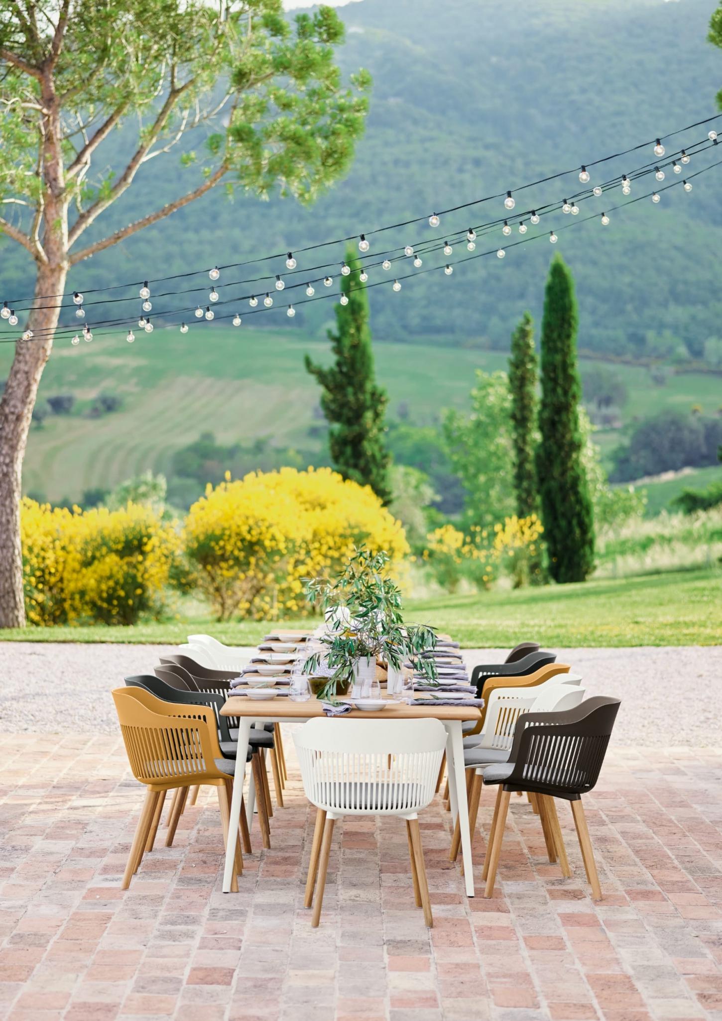 Met Dedon tuinmeubelen creëer je een volwaardige luxecocon buiten.